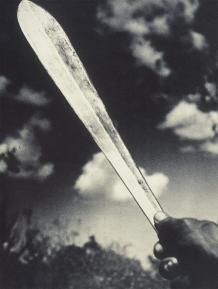 EisenstaedtKillingSwordKikuyu1952