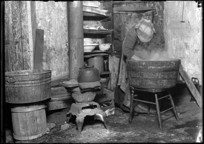 HineTenementWashtubChi1912